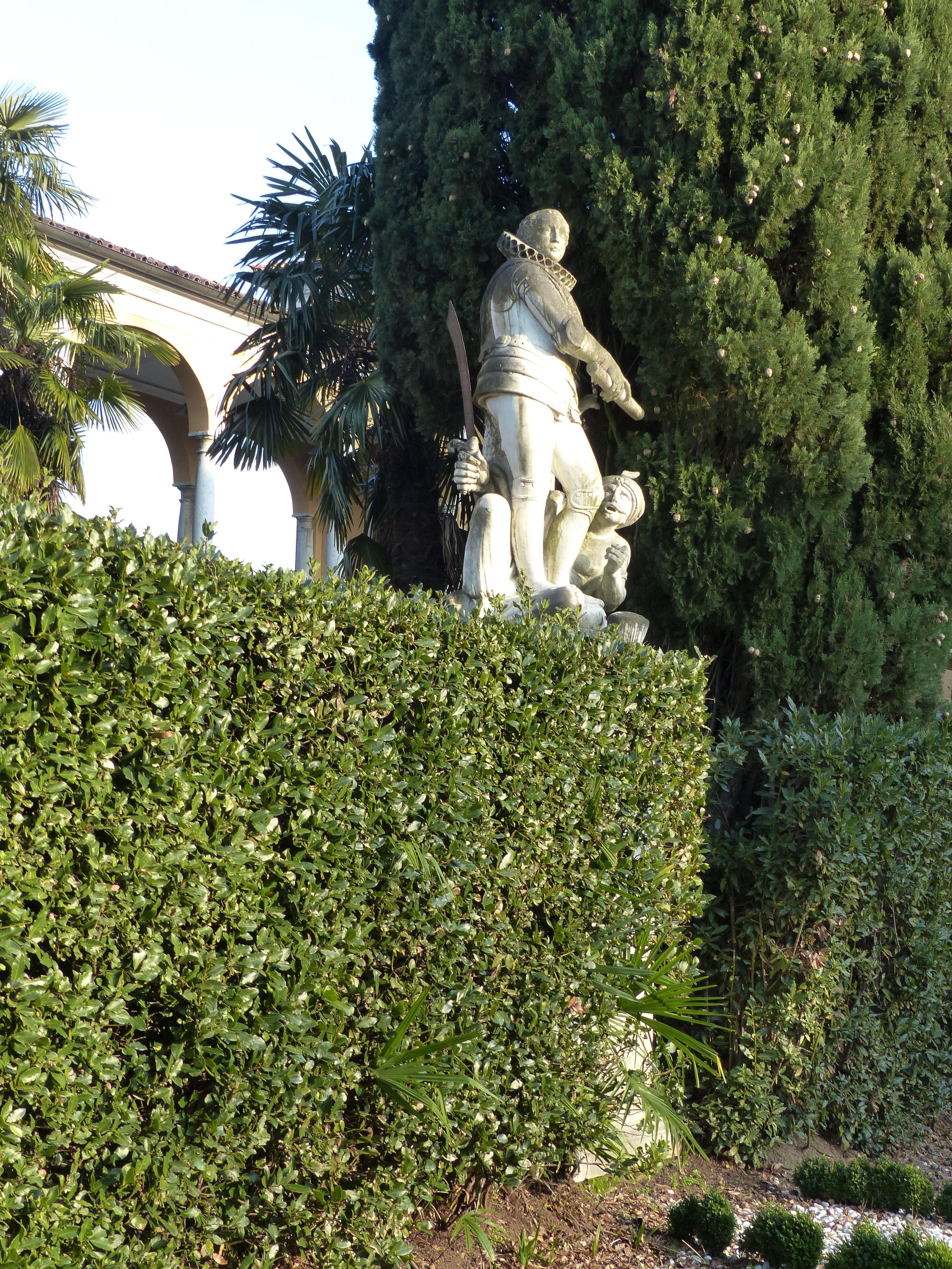 © Dipartimento di Scienze della Vita, Università di Trieste<br>by Andrea Moro<br>Comune di Gorizia, giardino della Villa Coronini Cronberg, GO, Friuli Venezia Giulia, Italia, 20/02/2017<br>Distributed under CC-BY-SA 4.0 license.