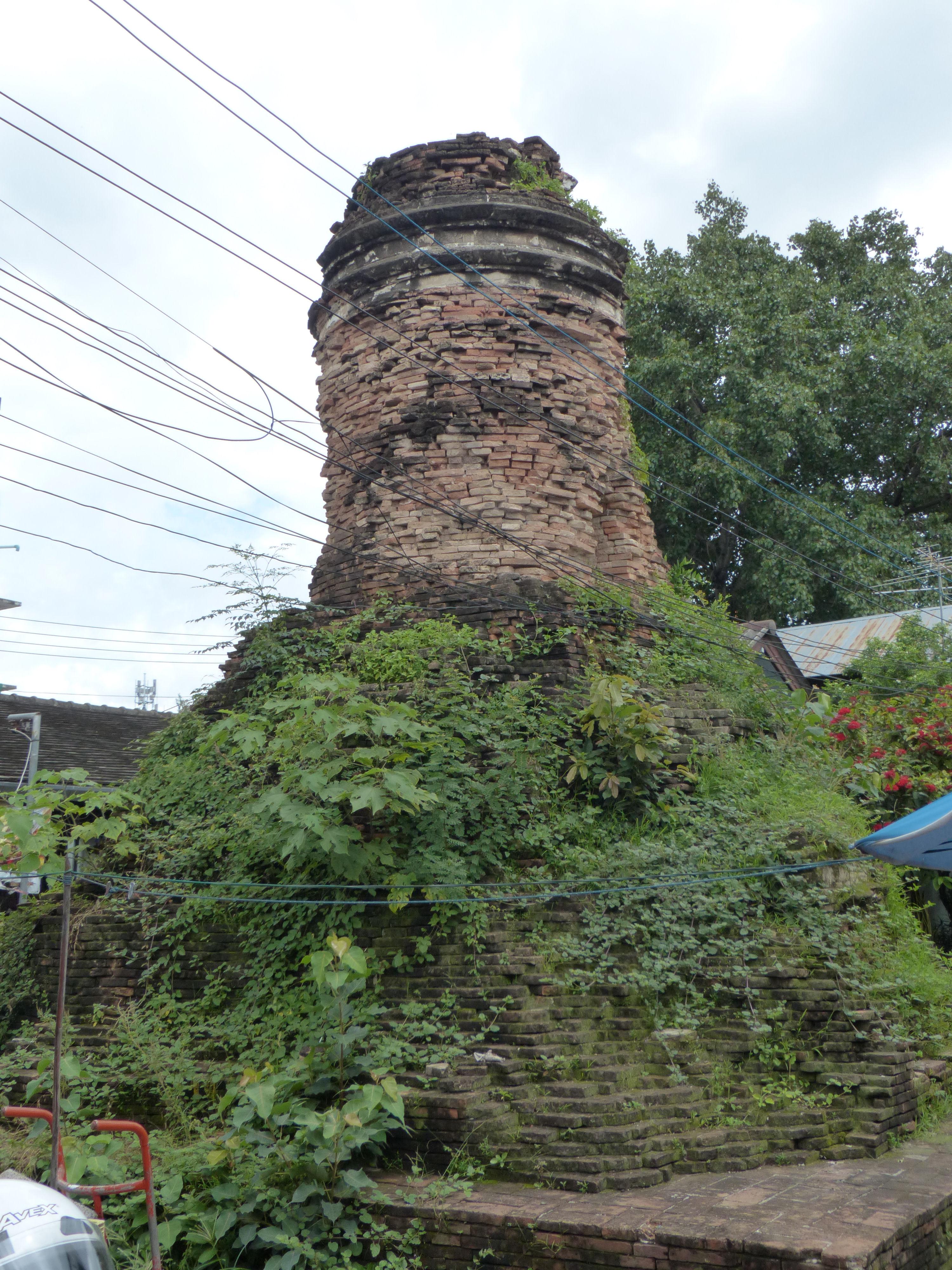 © Dipartimento di Scienze della Vita, Università di Trieste<br>by Andrea Moro<br>Chiang Mai, antica stupa, Mueang Chiang Mai, Thailand, 05/07/2017<br>Distributed under CC-BY-SA 4.0 license.